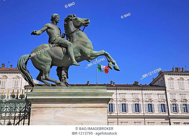 Dioscuri statue in front of the Palazzo Reale, Turin, Torino, Piedmont, Italy, Europe