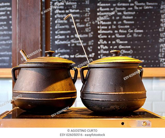 the cast iron pot is suitable to hold the heat on the food for long cooking