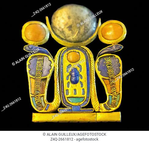 Egypt, Cairo, Egyptian Museum, Tutankhamon jewellery, from his tomb in Luxor : Counterpoise of a pectoral, with 2 solar snakes and a king cartouche with a lunar...