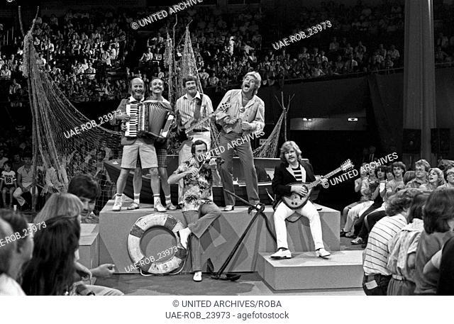 Stimmung, Stars und gute Laune, Unterhaltungsshow, Deutschland 1982, Regie: Ekkehard Böhmer, Mitwirkende: Peter Petrel und die Gebrüder Blattschuss