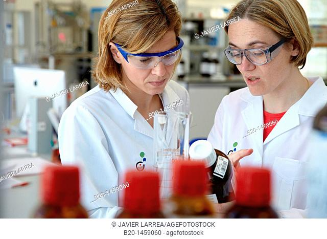 Preparing solution samples for column chromatography, synthesis lab, research laboratory, IkerChem research lab, design and synthesis of new chemical entities...