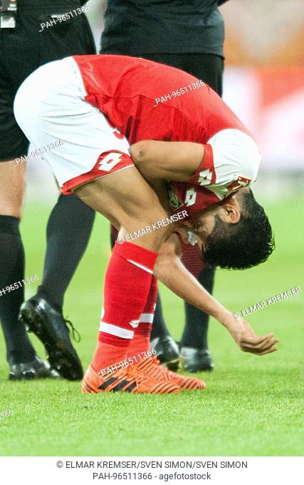 Yoshinori MUTO (MZ) hat sich am Arm verletzt, Verletzung, Schmerzen, Fussball 1. Bundesliga, 10. Spieltag, FSV FSV Mainz 05 (MZ) - Eintracht Frankfurt (F) 1:1