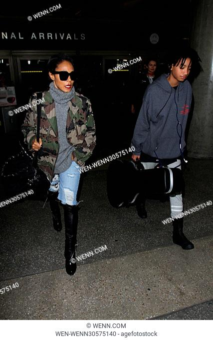 Jada Pinkett Smith and her daughter Willow arrive at the airport Featuring: Jada Pinkett Smith, Willow Smith Where: Los Angeles, California