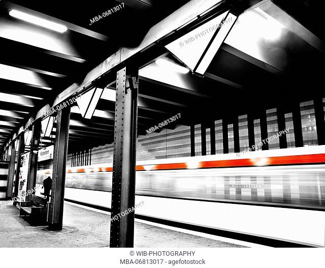 Hamburg, subway station, Klosterstern, arriving train