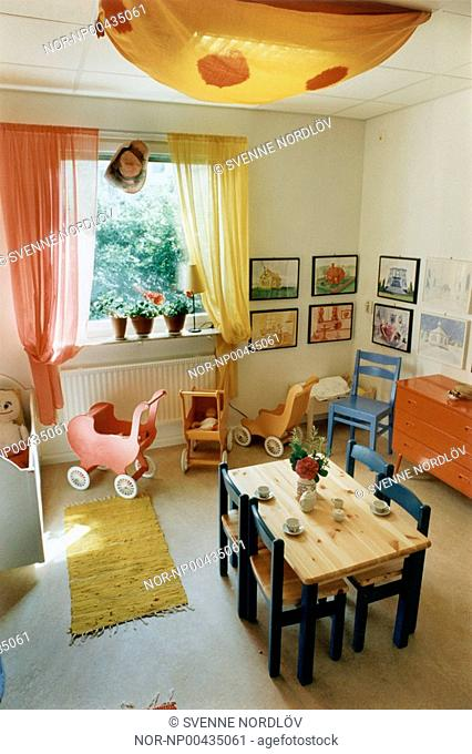 Kid's room with table and chairs