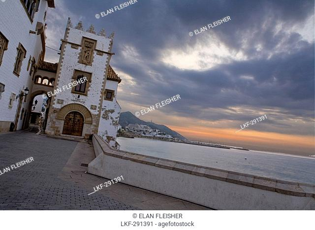 Palau Maricel, Maricel de mar, tower with gothic archway at the seaside promenade in the morning, Sitges, Catalonia, Spain, Europe
