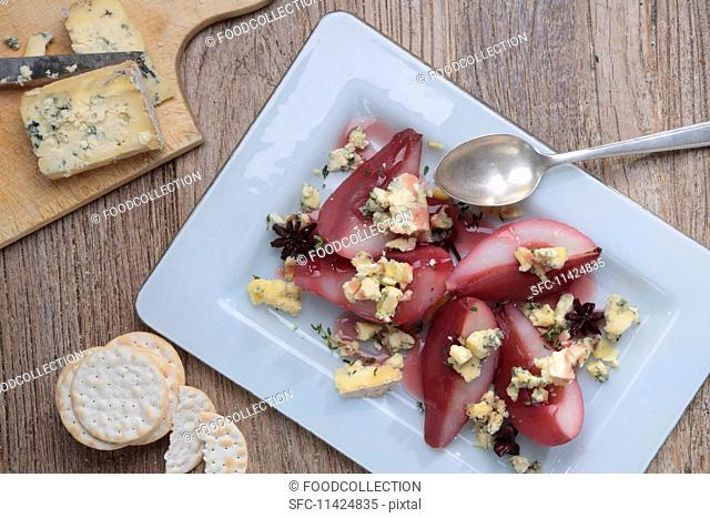 Stilton with red wine pears and crackers (England)