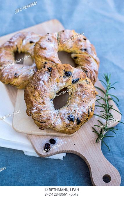 Yeast wreaths with dried berries for Easter