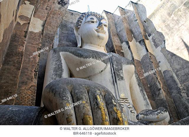 Buddha statue, Wat Si Chum, Sukhothai Historical Park, Sukhothai, Thailand, Southeast Asia, Asia