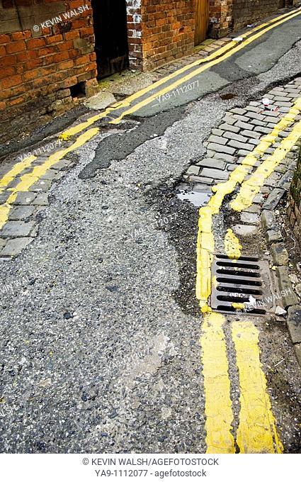 Parking restrictions in alleyway