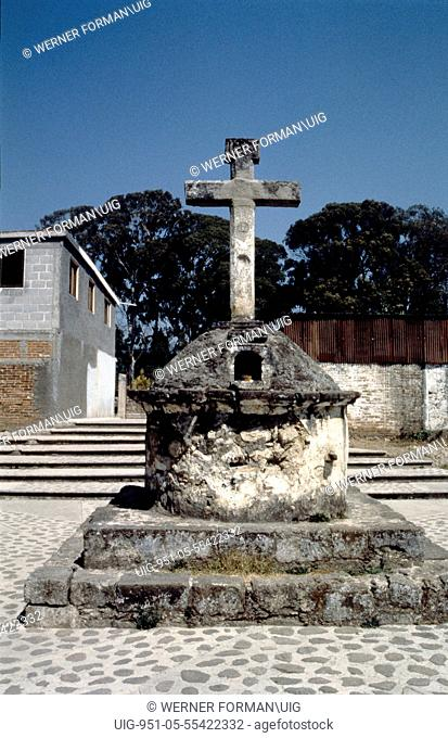 Courtyard cross at the church of La Virgen de la Candelaria, Cuidad Hidalgo