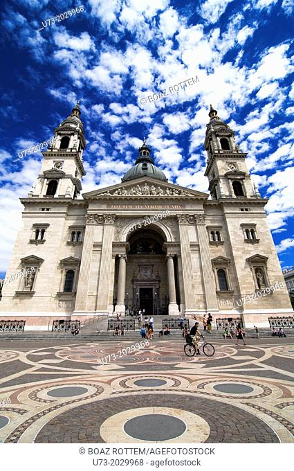 The beautiful St. Stephen's Basilica in Budapest