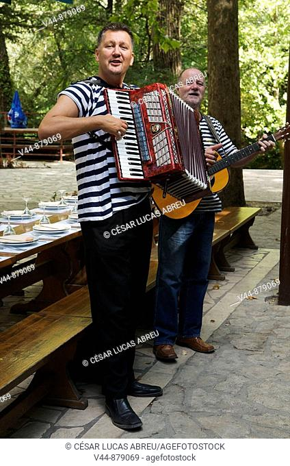 Musicians at 'Radmanove Mlinice' restaurant, Omis. Dalmatia, Croatia