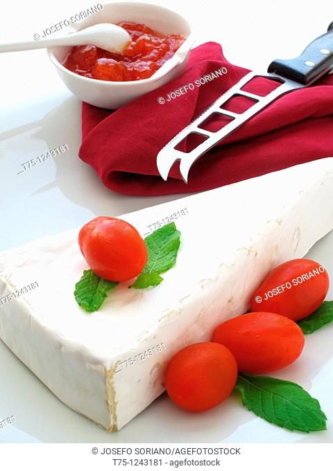 Brie cheese with tomato marmalade and mint leaves