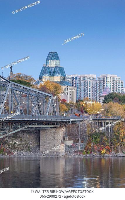 Canada, Ontario, Ottowa, capital of Canada, Alexandria Bridge and National Gallery, dusk