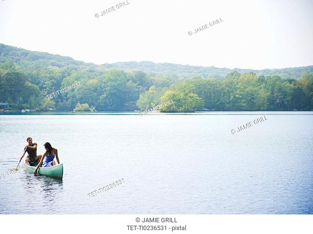 USA, New York, Putnam Valley, Roaring Brook Lake, Couple in boat on lake
