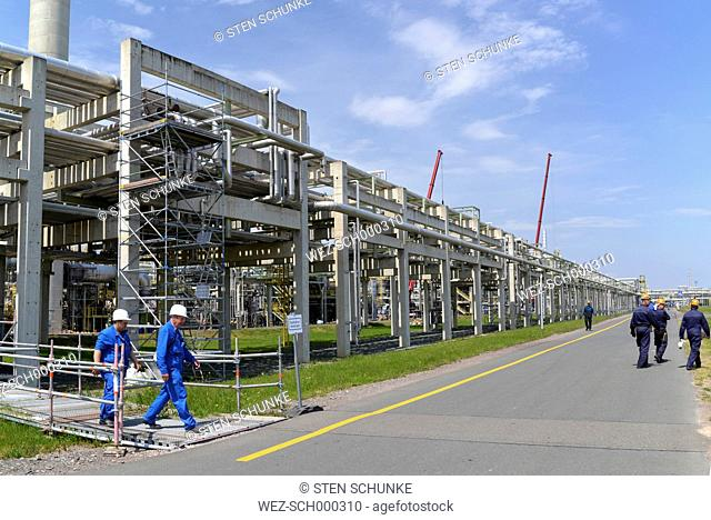 Germany, Saxony-Anhalt, workers for inspection in an oil refinery