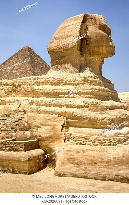 Great Sphinx and Great Pyramid of Giza, also known as Pyramid of Khufu and Pyramid of Cheops, Giza, Cairo, Egypt