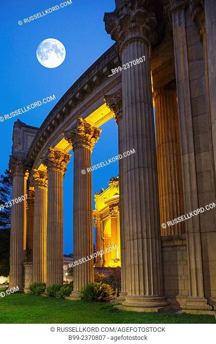 Columns Palace Of Fine Arts Marina District San Francisco California Usa