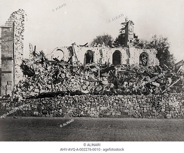World War II: rubble of the church in the French department of Nesle de l 'Aisne, shot 1939-1945