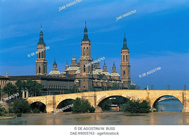 The stone bridge over the Ebro river, 1401-1440, with the Basilica of Our Lady of the Pillar in the background, 1681-1872, Zaragoza, Aragon, Spain