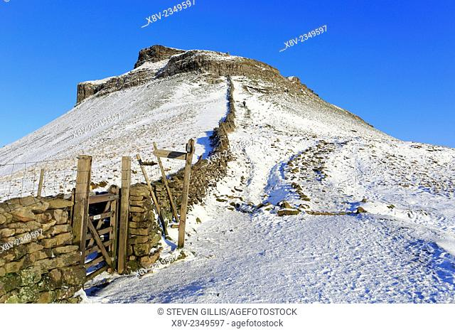 Snow on Pennine Way, Pen-y-ghent, Yorkshire Dales National Park, North Yorkshire England, UK