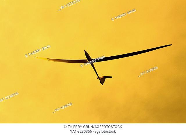 Moselle (57), aérodrome de Sarreguemines, planeur Binder EB-29 en vol / France, Moselle (57), Sarreguemines aerodrome, sailplane Binder EB-29 flying