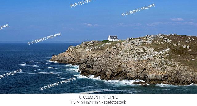 Miller lighthouse / Phare du Millier at the pointe du Millier, Beuzec-Cap-Sizun, Finistère, Brittany, France