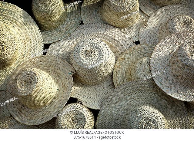 sombreros de paja artesanos de marruecos, straw hats artisans of morocco