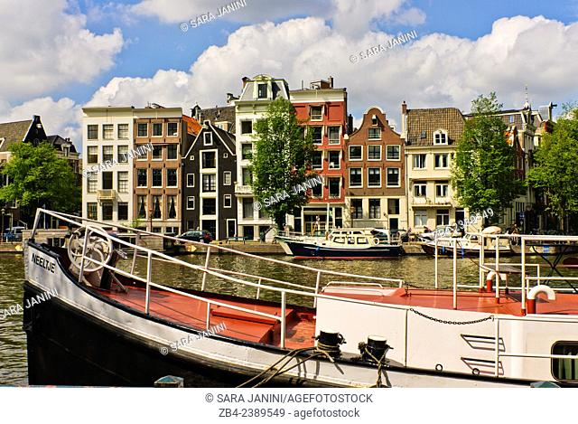 Canal with old houses and houseboats, Old Town, Amsterdam, Netherlands, Europe