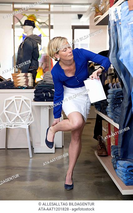 Shop assistant in a boutique is killing by her feets