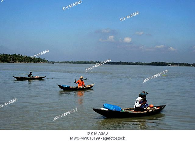 Fishermen catching fish, in the river, at Soronkhola, in Khulna, Bangladesh November 20, 2007