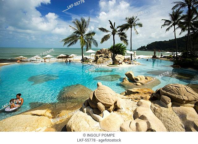 Vacationers relaxing at swimming pool of the Imperial Samui Hotel, Chaweng Noi Beach, Hat Chaweng Noi, Ko Samui, Thailand