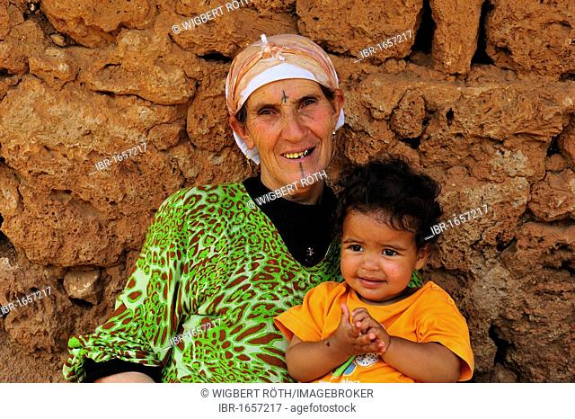 Elderly tattooed woman with her grandchild, portrait, Middle Atlas, Morocco, Africa