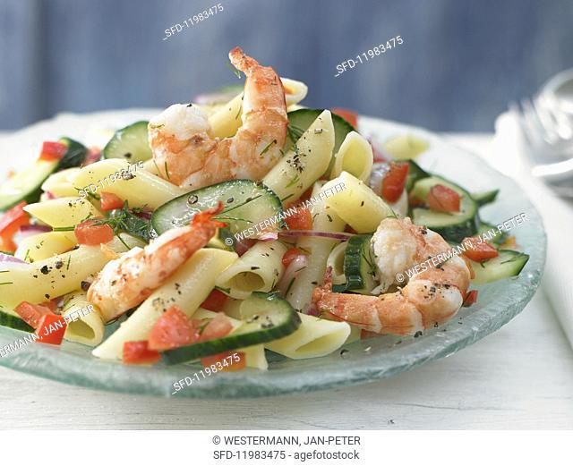 Lukewarm pasta & cucumber salad with pepper