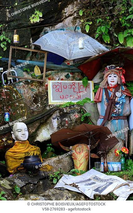 Myanmar, Kayin (Karen) State, Hpa-An, Kaw Ka Thawng cave surroundings, Buddhist hermitage