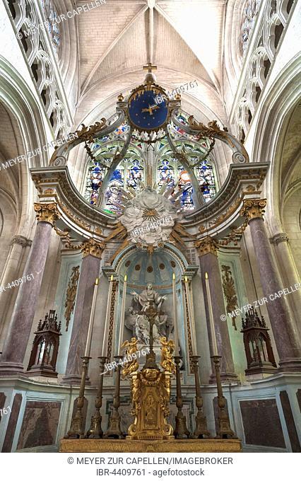 Main altar from the late 18th century, Lucon Cathedral, La Cathedrale Notre-Dame de l'Assomption, Luçon, Vendée, France
