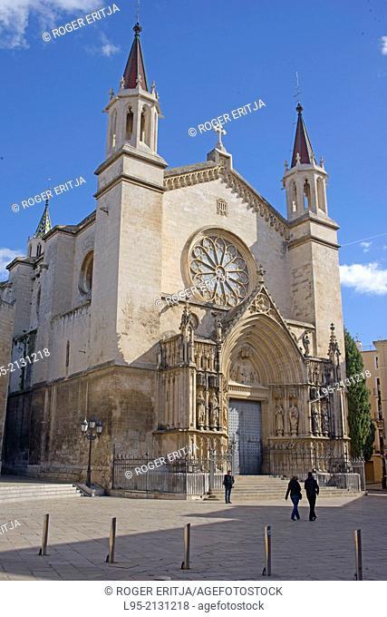 Basilic of Santa Maria in the main square of the ancient town of Vilafranca del Penedès, Spain