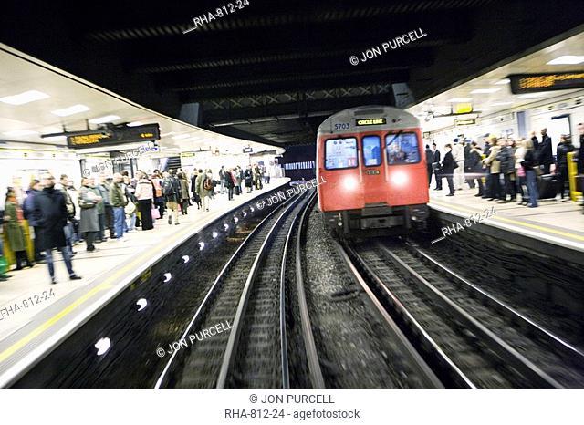 Drivers eye view of Circle line train entering tube station, London, England, United Kingdom, Europe