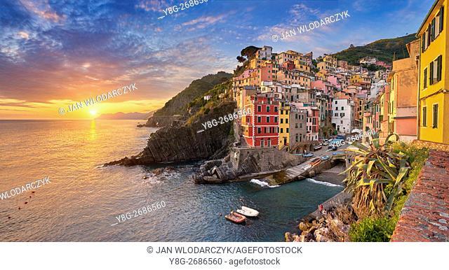 Sunset view of Riomaggiore, Riviera de Levanto, Cinque Terre, Liguria, Italy
