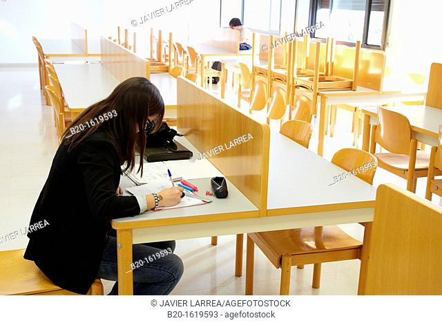 Student in the classroom, School of Business Studies EUEE, Gipuzkoa Campus, UPV, EHU, Basque Country University, Donostia, San Sebastian, Gipuzkoa, Spain