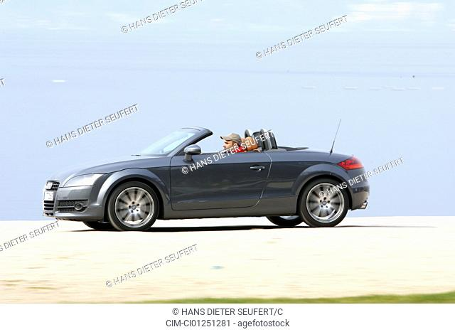Audi TT Roadster 3.2 Quattro, model year 2007-, anthracite, driving, side view, Beach, open top