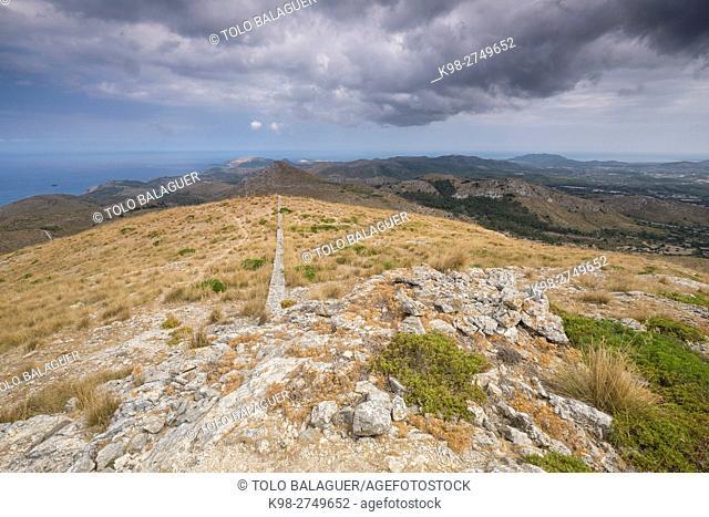 panoramica desde Puig de la Talaia Freda -Puig Morell-, 562m. parque natural de la serra de Llevant, Arta, Majorca, Balearic Islands, Spain