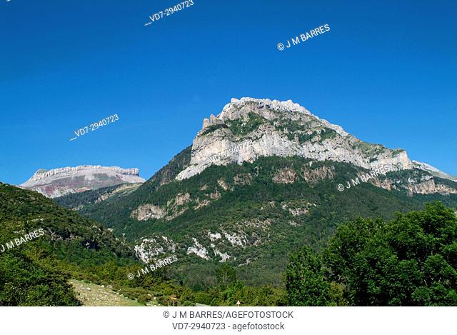 Hecho or Echo Valley, Valles Occidentales Natural Park. Jacetania, Huesca province, Aragon, Spain