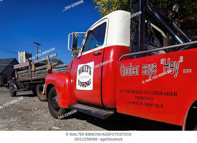 USA, North Carolina, Mt. Airy, town was the model for Mayberry in the TV series Andy of Mayberry, towtruck outside Wally's Service Station