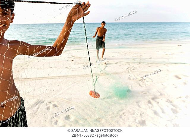 Village boys with fishing net, Ditwah lagoon near Qalansiyah, Socotra island, listed as World Heritage by UNESCO, Yemen, Arabia, West Asia