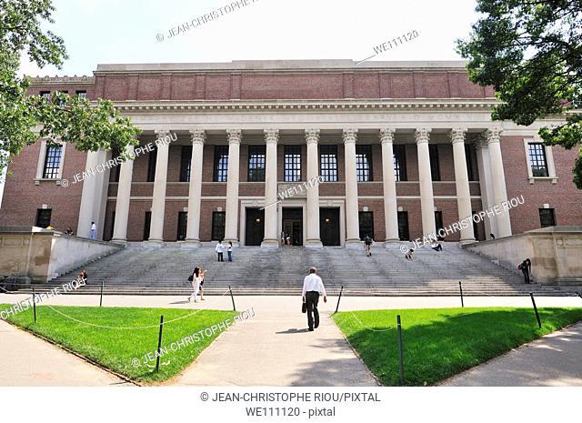 Harvard University hall, Cambridge, Massachusetts, USA