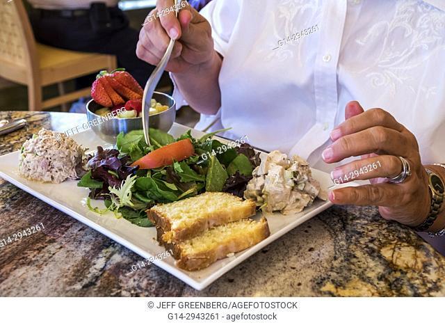 Virginia, Colonial Williamsburg, The Trellis Bar & Grill, restaurant, dining, salad, lunch