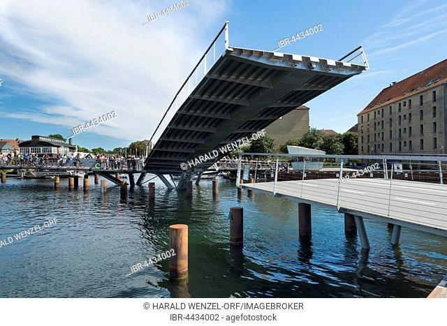 Cyclists waiting, new bicycle and pedestrian bridge, inner harbour bridge, Butterfly Bridge, 3-way bridge, 2016, harbour, Copenhagen, Denmark