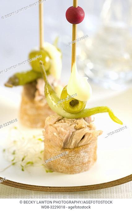 Pincho de atun, guindilla y mayonesa